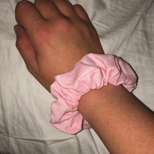 cute pink scrunchie!!💓💓